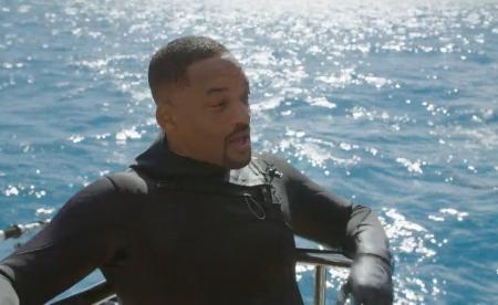 好萊塢動作巨星威爾.史密斯竟有恐海症!? 生死一瞬間!首度下水與兇猛虎鯊面對面 克服內心恐懼! 地表最 Man 的男人拳王泰森重磅回歸 首戰竟是對上水中霸主虎鯊 !  《鯊魚週》系列節目 8 月 24 至 28 每晚 8 點首播